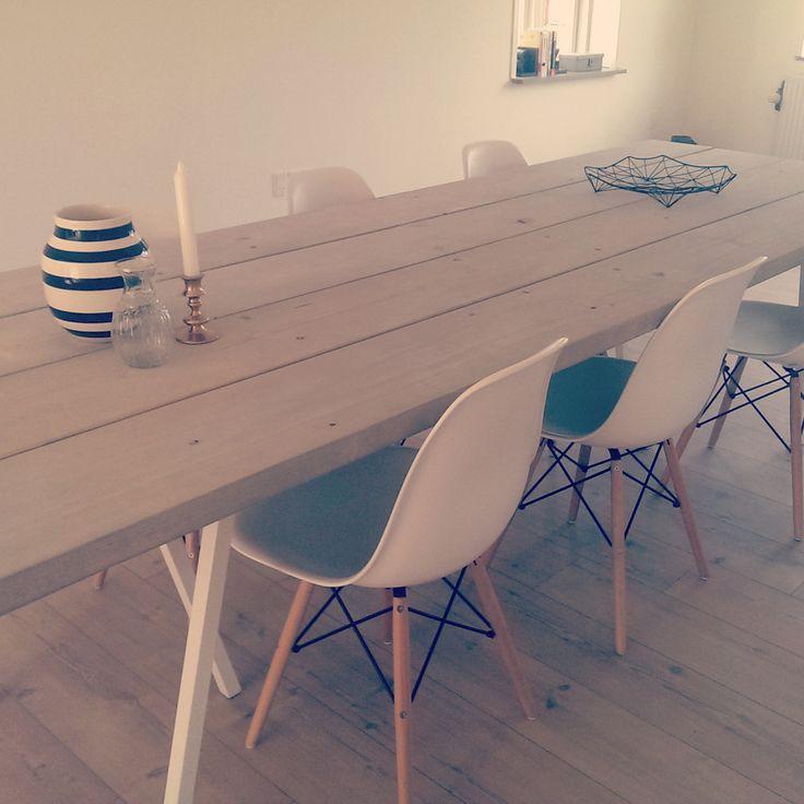 DIY spisebord - plankebord med eames stole