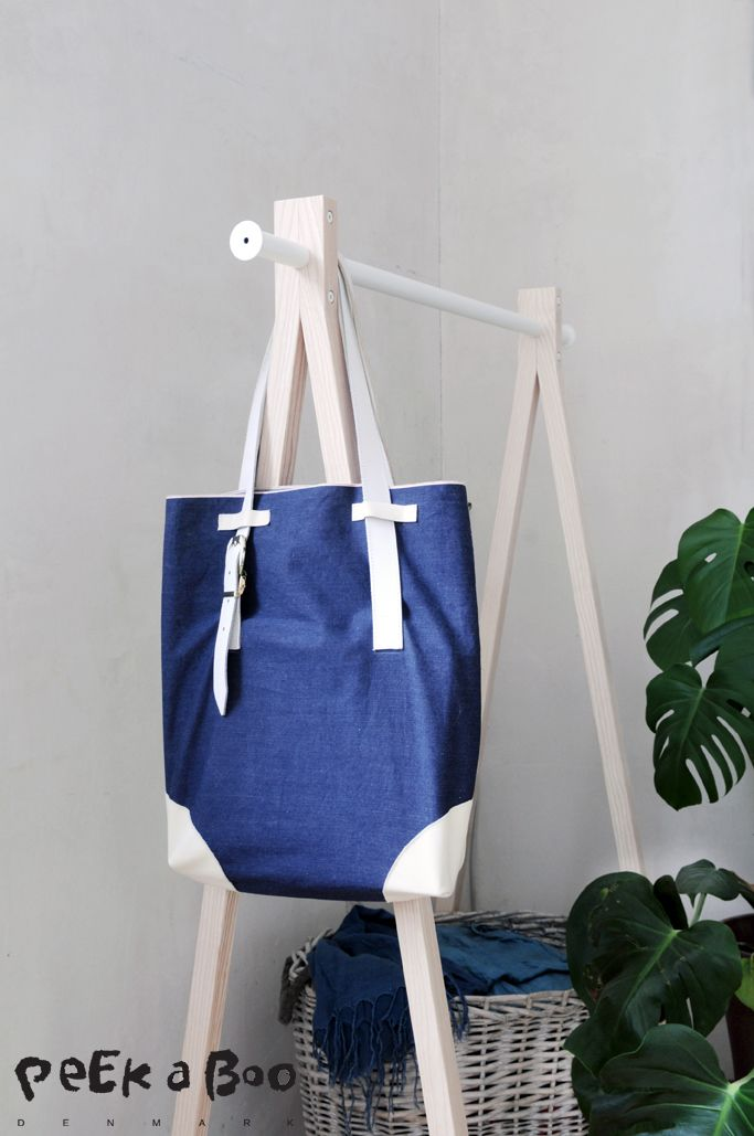 See how to make this tote bag from denim fabric and 2-hand belts. Upcycling' re-design check out the blog for more info. Design Blog - DIY - Home Garden and Living inspiration - Peekaboo Design