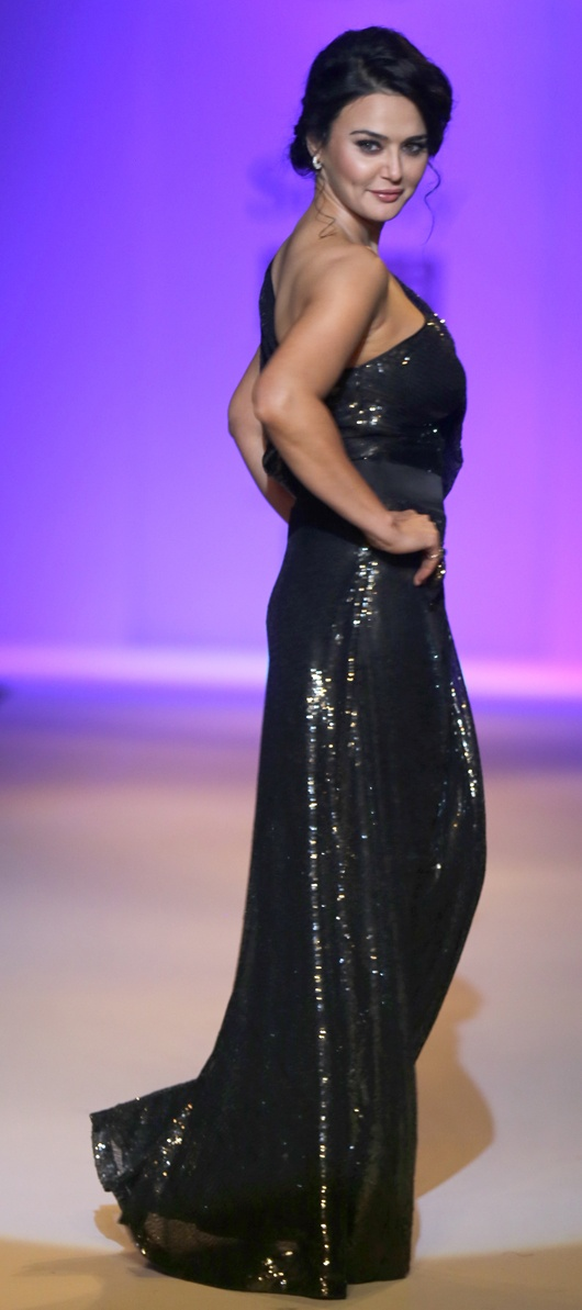 Preity Zinta walks the ramp for Surily at Wills Lifestyle India Fashion Week