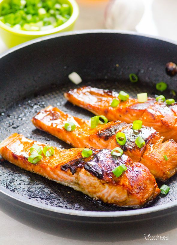Crispy on the outside and juicy inside, this #healthy & #easy 30-minute Honey Garlic Salmon dinner recip dinner is a winner!