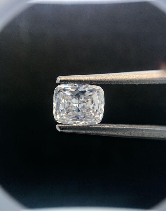 052 ct cushion geslepen diamant F VS1 met GIA - Originele foto  Serial # 199Vorm / cut Kussen Modified BrilliantGewicht: 0.52ctKleur: FDuidelijkheid: VS1Pools: VGSYM:VGTabel: 69%Diepte 602%Meel: Medium BlueVerbazende gesneden eruit 0.60 ctOriginele beelden.Onze diamanten schitteren altijd.Volledig verzekerd en bijgehouden scheepvaart.Voor meer details zie certificaatInvoerrechten belastingen en heffingen zijn niet inbegrepen in de prijs of het item verzendkosten. Deze kosten zijn de koper…