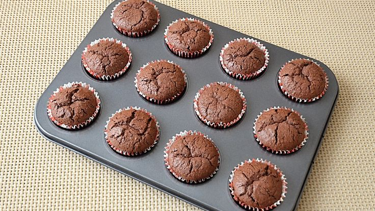 Briose cu nuca si ciocolata / Muffins with nuts and chocolate