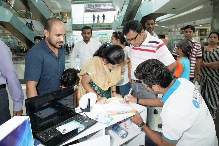 SBI Life celebrates Fathers Day at two cities - Kolkata & Mumbai (South City Mall & Mumbai - Infiniti Mall, Malad). The visitors are registering themselves for playing the Augmented Realty Game.