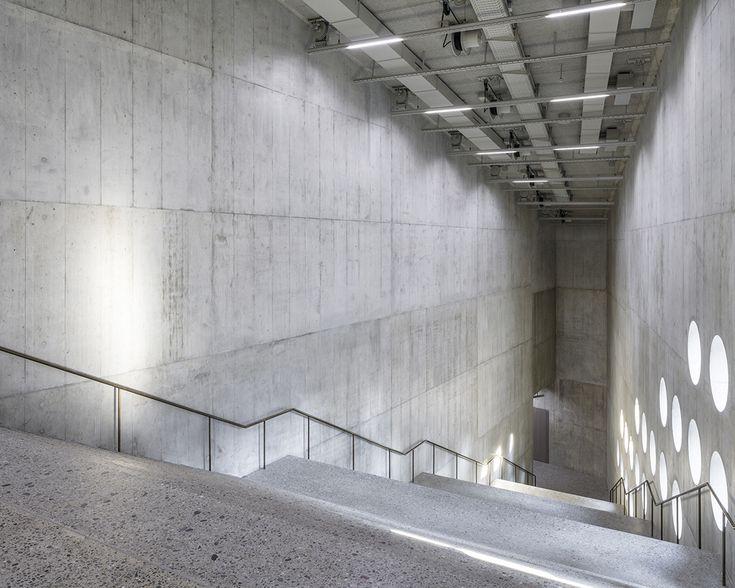 Die grosse Treppenhalle im Neubau.