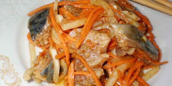 Нам потребуется: сельдь св. мороженная 3 шт морковь 3 шт лук репчатый 2 шт чеснок 2 зубчика уксус 9% 200 мл соль 1 ч.л масло растительное 2 ст.л...
