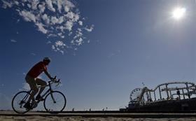 Los Ángeles : Chau, me tomo el subte para la playa   La ciudad de Los Ángeles es tan grande, que en lugar de los cuatro puntos cardinales tiene cinco, porque le agregan el Centro. Igual a lo q... http://sientemendoza.com/2016/11/21/los-angeles-chau-me-tomo-el-subte-para-la-playa/