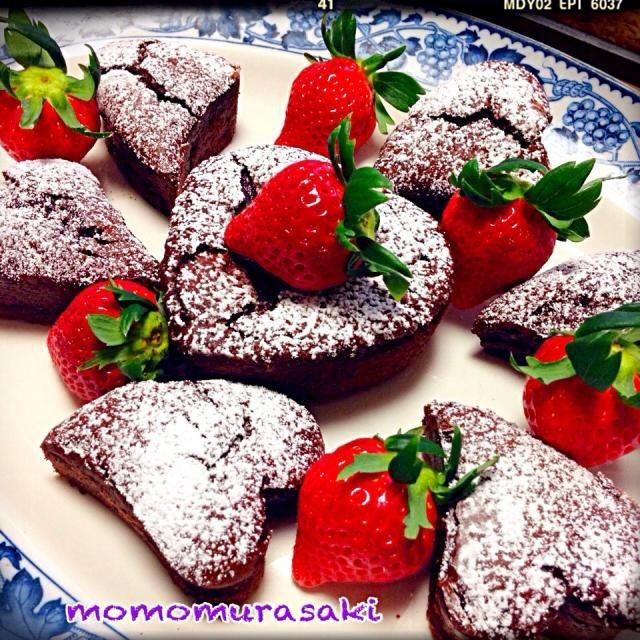濃厚♡ガトーショコラ ♡ハート型で バレンタインにいいかも( ´ ▽ ` )ノ♡ アーモンドチョコレートのリキュール入りです。 ピロちゃんとっても簡単でした(≧∇≦) どうもありがとうございました♡ - 323件のもぐもぐ - ピロちゃんレシピ♡ウィスキー・ガトーショコラGateau chocolat by momomurasaki