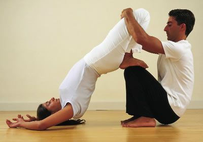 Kidney Stretch. This exercise benefits the kidneys in two ways: The pressure on the feet acts on points that stimulate the kidneys and the final position stretches the kidney area