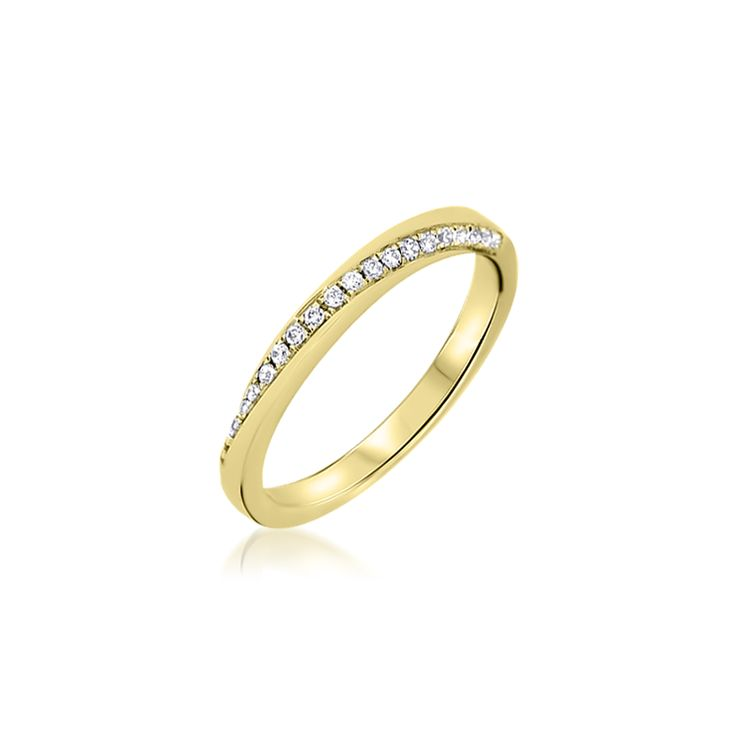 une alliance en or jaune 18 carat originale grce au sertissage de diamants ronds en diagonale - Alliance Entrelace Mariage