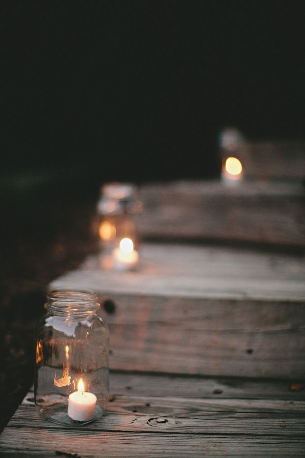 Simple outdoor decorations using glass jar / mason jar and candles to light up paths