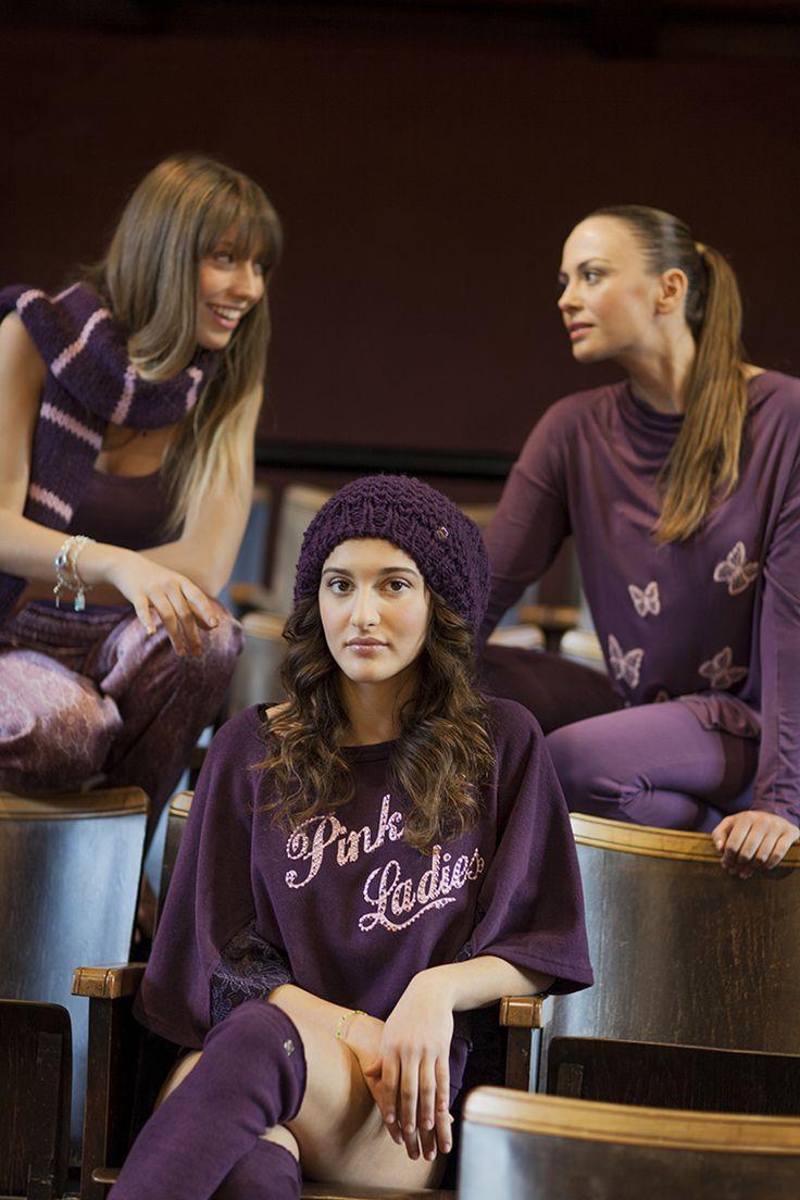 """PEPITA NIGHT & DAY F/W 2014-15 - Grease Style: Morbido poncho caldo cotone con stampa """"Pink Ladies"""" e applicazioni strass - Pigiama in maglia leggera. - Completo maglia taglio asimmetrico con scollo morbido. Dettaglio farfalle ricamate a contrasto e balza in pizzo http://shop.pepitastyle.com/brands/grease/marty-pigiama-lungo.html#.VCGSluegOOg #pepita #night&day #fallwinter #fashion #stylish  #poncho #poncho #grease"""
