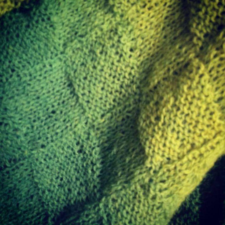 """Ponczo męskie """"Cytrynowe gaje"""" wreszcie w obiektywie. #wooljazz #midara #knitting #poncho #wilczeszepty #wilcze_szepty_art #pasje #włóczkomania"""