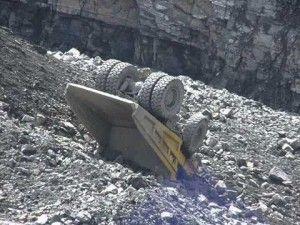 Providencial salvada de chofer de extración de Mina Sur Chuquicamata al desbarrancar su camión