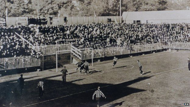 The Dell in 1898 for a game against Brighton & Hove Albion