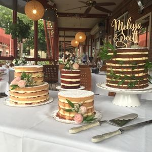 Vanilla Pod Naked layer wedding cake table at Eves in the River. Flowers by Bouquet Boutique  (2).JPG