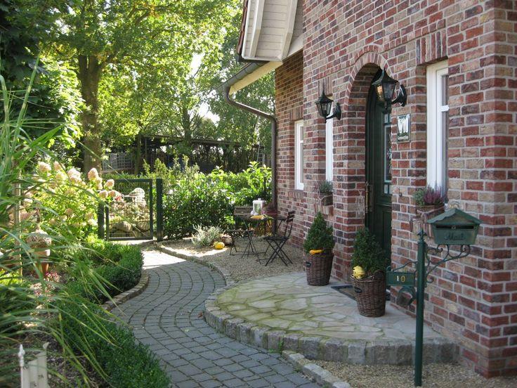 Hausfassade / Außenansichten 'Vorgarten '…
