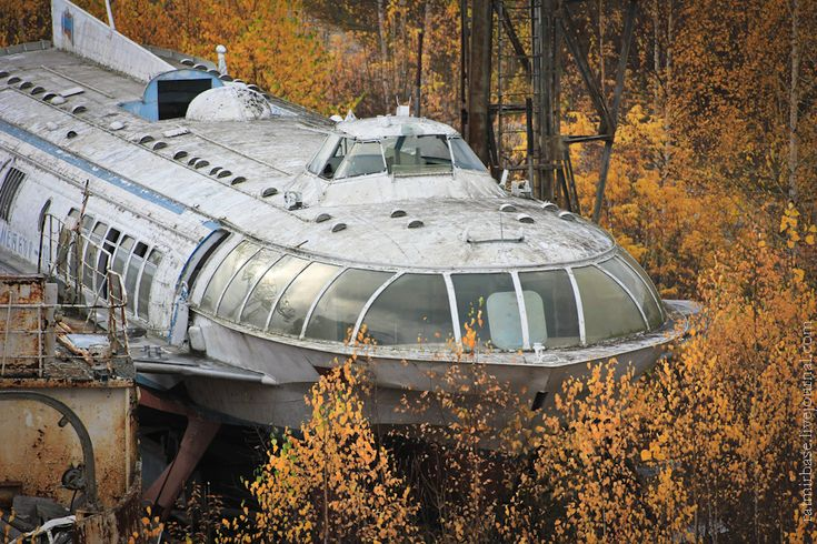 Streamlined Soviet Passenger Hydrofoils - OK so it's not an Automobile or a Motorcycle, but it looks pretty cool