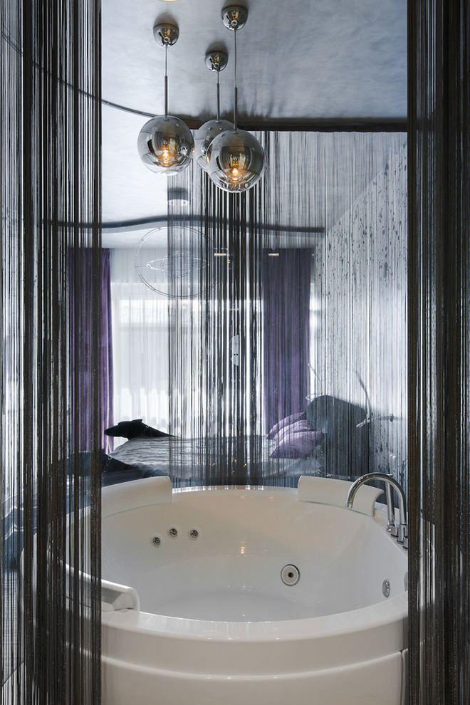 черные шторы нити в ванной