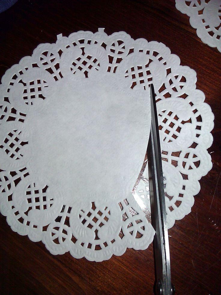 Tutorial per creare delle rose con i centrini di carta stile shabby chic
