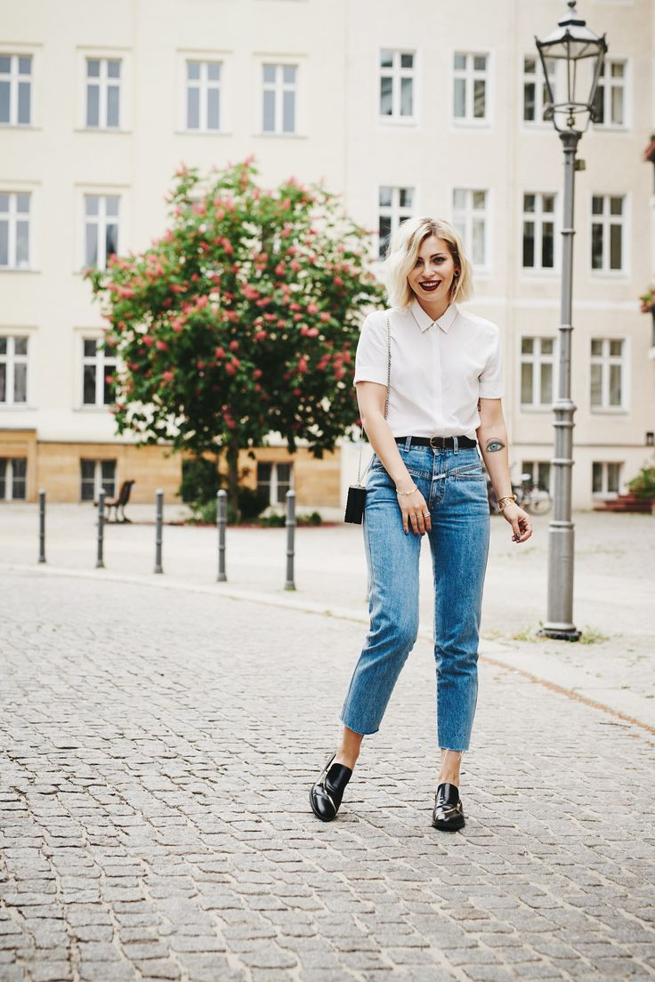 Parisienne Style  view more pictures and details on my blog   wearing mom jeans from Closed, a white blouse from Sandro, a lego clutch