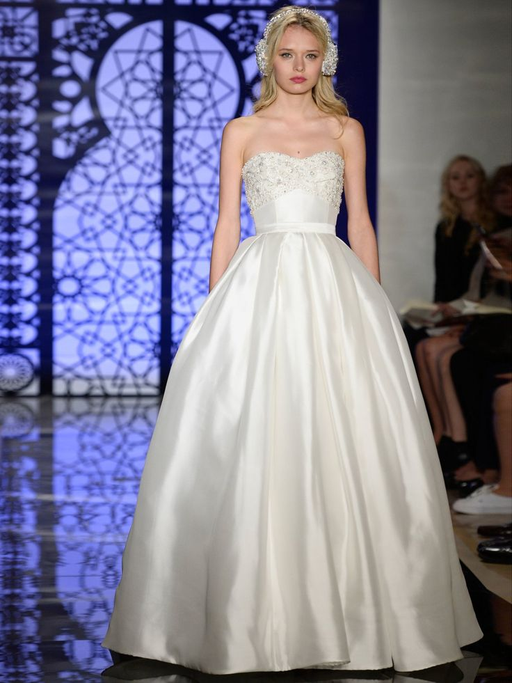 Klassisch, zeitlos, schön: Ein weiteres perfektes Brautkleid für die Steinbock-Frau von Reem Acra Bridal.