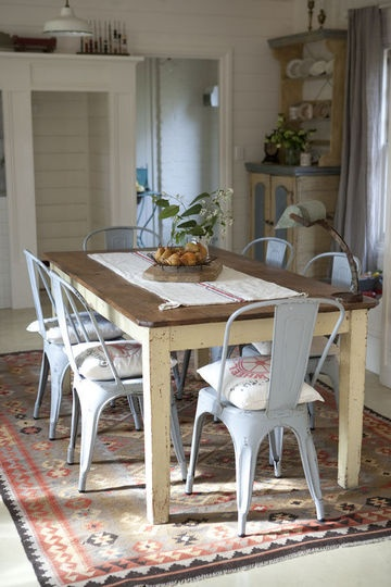 Des chaises de cuisine Tolix pour un effet industriel