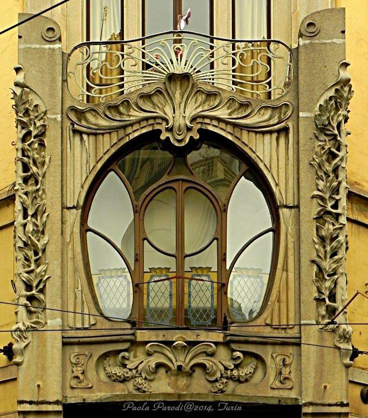 Casa Nizza (by Paola Parodi/www.italialiberty.it) 1901 - Giuseppe Velati Bellini Particolare del bovindo d'angolo Via Bertola 20 angolo Via S. Francesco d'Assisi