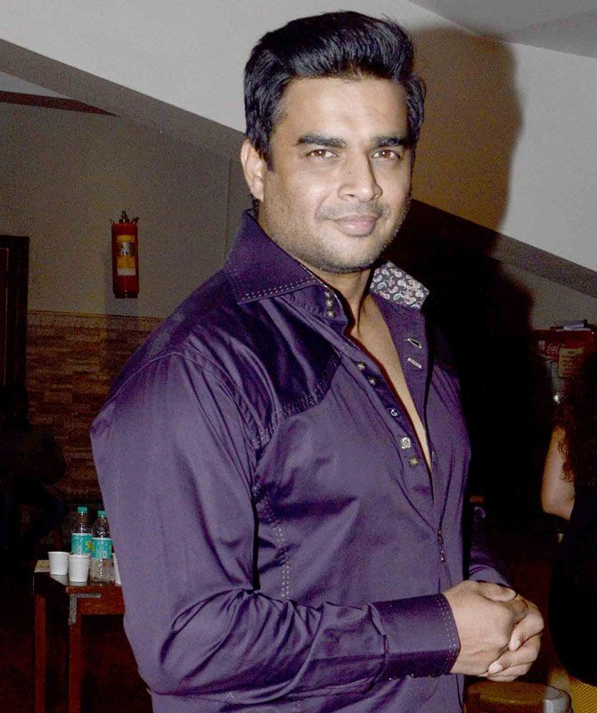 R Madhavan poses for the shutterbugs watches Rohit Roy and Mona Singh's play. #Bollywood #Fashion #Style #Handsome