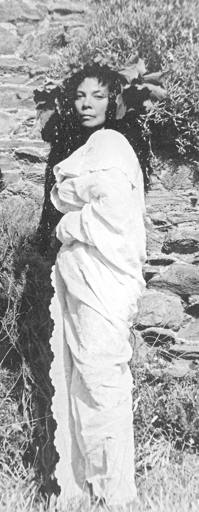 Leonor Fini in Corsica circa 1975. Photo by Enrico Colombotto-Rosso. #leonorfini #fini #corsica #muse