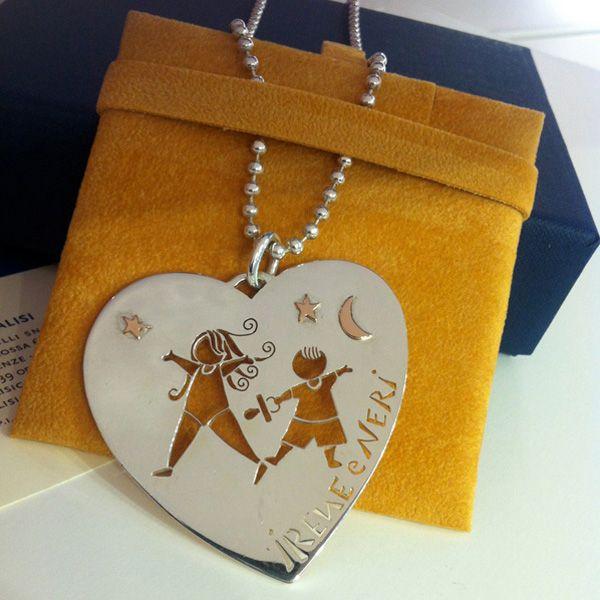 Pendente cuore in argento con applicazioni in oro rosa. Possibilità di personalizzare nomi e applicazioni!