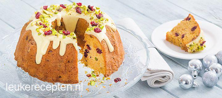 Heerlijk gebak voor de kerst: tulband cake met cranberries, pistache en witte chocolade