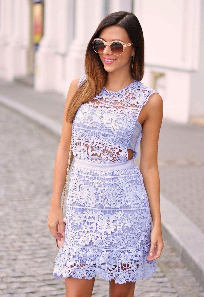 Sukienka koronkowa niebieska mini elegancka