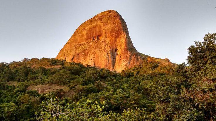 Foto tirada por Ana Sodré - pedra dos dois olhos - Tabuazeiro - Vitória