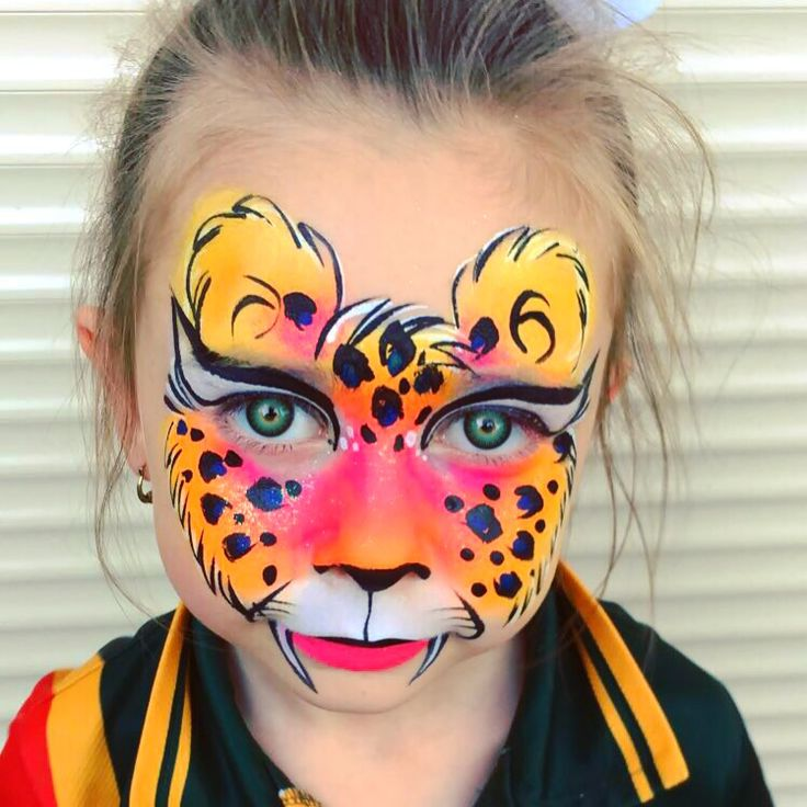 Leopard face paint women