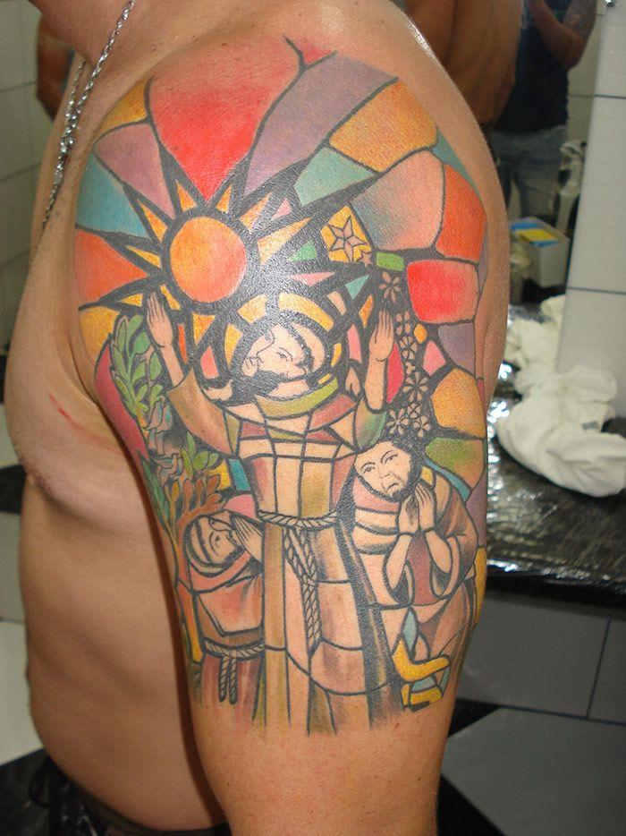 Conheça 4 tatuadores e o que eles pensam sobre o cenário da tatuagem em Feira de Santana. Veja fotos de trabalhos realizados por tatuadores feirenses!