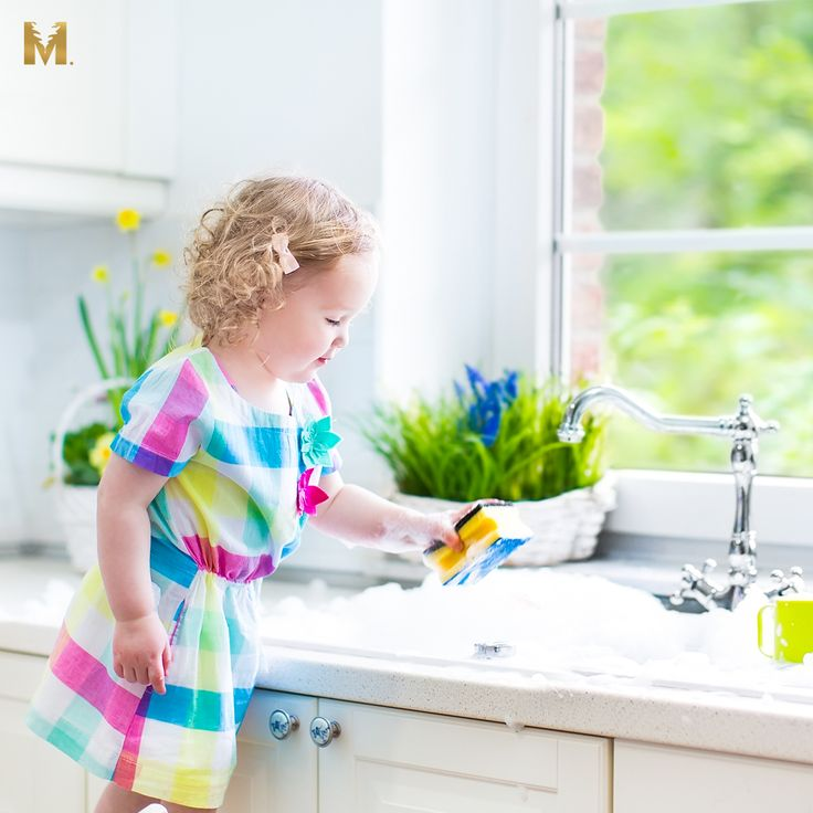 Natural Cleaning Guide for your spring cleaning. Turn your home into a chemical-free heaven!