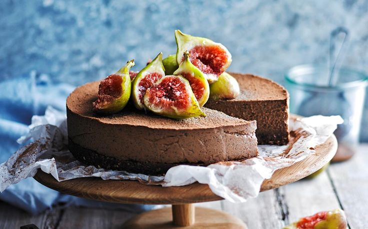 This vegan cheesecake contains no actual cheese, instead it is based on nuts, which provides a wonderful, natural richness and flavour. The combination of fragrant earl grey tea and chocolate is utterly irresistible.