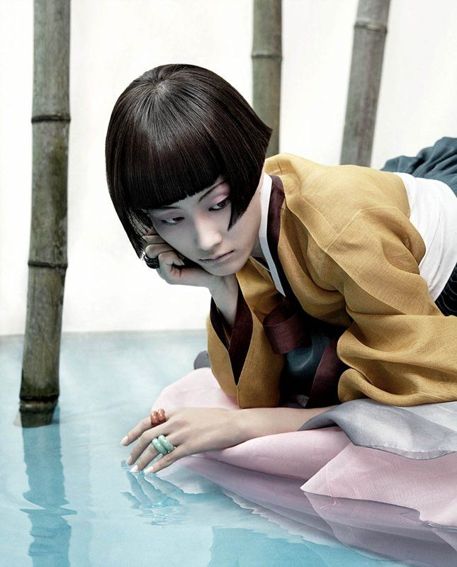 The full moon story Il se dégage des photographies de kim kyung soo une troublante beauté. Une douceur envoûtante et hypnotique. La somptuosité des hanboks