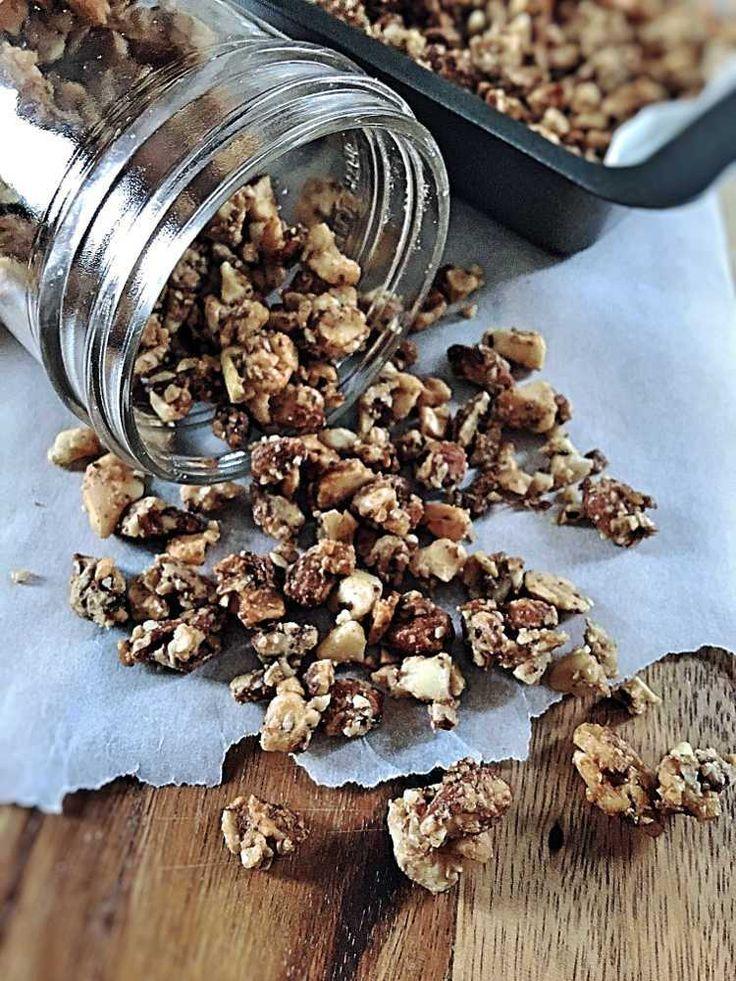 Paleo Müsli ohne Getreide ohne Zucker auschließlich naürliche Zutaten super knusprig perfekt mit Mandelmilch oder Kokosmilch