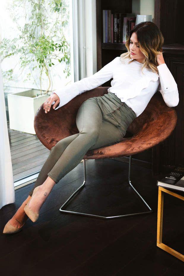 Caroline Receveur pour Morgan : le look working girlBlouse blanche, 65,00 € et pantalon kaki taille haute, 70,00 €, Caroline Receveur x Morgan.