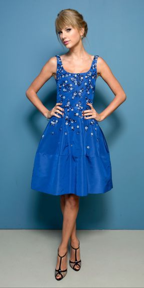 Taylor Swift vs Rachel Bilson : la robe de poupee a fleurs Oscar de la Renta