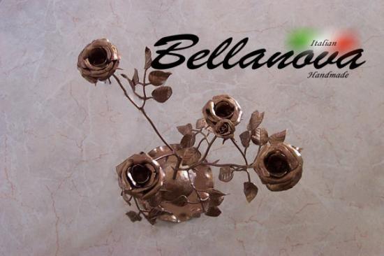 Sofisticato stelo a forma di rosa totalmente realizzato a mano, dopo un lungo ed estenuante lavoro per la finitura di tutti i dettagli. L'elemento lascera senza parole qualsiasi osservatore per l'alta precisione e la bellezza che la fedeltà di queste rose generano. Ricoperto infine con un color rame/marrone per preservarne negli anni bellezza e struttura.  #stelo #ornamento #casa #decorazione  #italian #handmade #artigianale #italy #art #designer