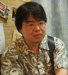 椹木野衣(美術批評家・多摩美術大学教授家) 1962年、秩父市生まれ。同志社大学文学部文化学科を卒業後、東京を拠点に批評活動を始める。最初の評論集『シミュレーショニズム』(増補版、ちくま学芸文庫)は、90年代の文化動向を導くものとして広く論議を呼ぶ。また同時に村上隆やヤノベケンジ、飴屋法水らと挑発的な展覧会をキュレーション。 主著『日本・現代・美術』(新潮社)では日本の戦後を「悪い場所」と呼び、わが国の美術史・美術批評を根本から問い直してみせた。他に1970年・大阪万博の批評的再発掘を手がけた『戦争と万博』(美術出版社)、岡本太郎を徹底して読み解いた『岡本太郎 爆発大全』(河出書房新社、監修)など編著書多数。2007年から08年に掛け、ロンドン芸術大学TrAIN客員研究員として英国に滞在。新刊・近刊に『後美術論』(美術出版社)、『アウトサイダー・アート入門』(幻冬舎)、『戦争画とニッポン』(会田誠との共著、講談社)、『日本美術全集 19巻 拡張する戦後美術』(編著、小学館、8月25日刊)、『Don' t Follow the Wind 公式カタログ 2015)』