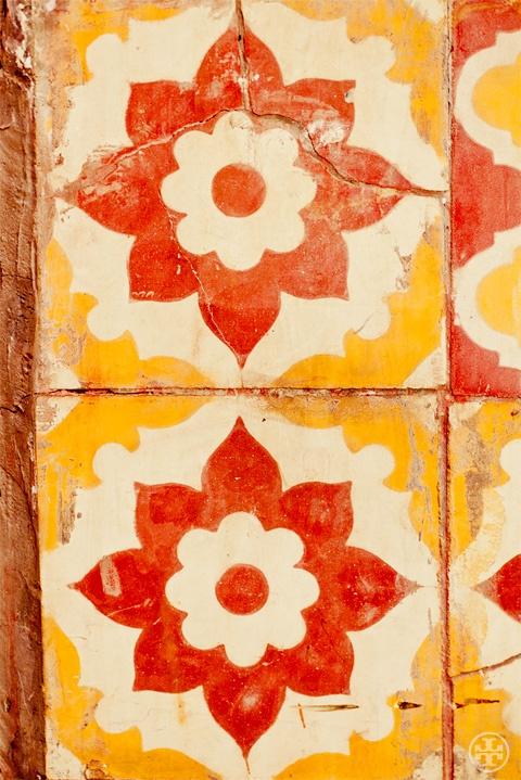 Tiles in Marrakech. Photograph by Noa Griffel.: Ceramics Design, Colors Patterns, Warm Colors, Noa Griffel, Cement Tile, Beautiful Tile, Mexicans Tile, Moroccan Tile, Surface Design
