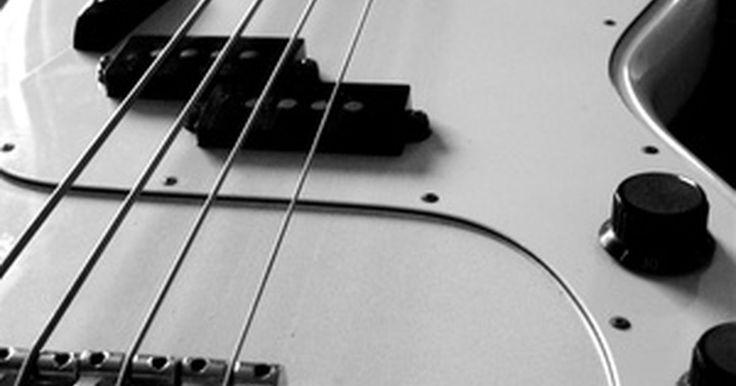 Cómo conectar el cableado de un bajo Fender P. Las configuraciones de cableado de guitarras y bajos eléctricos tienen diversos niveles de complejidad, que van desde la configuración más simple, con una pastilla y un control de volumen, hasta la de los modelos con tres pastillas, un selector de cinco posiciones y electrónica activa. Uno de los cableados más simple es el de los bajos Fender ...