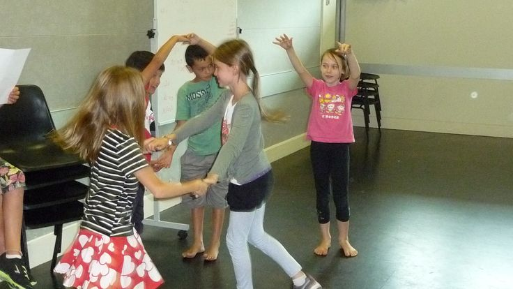 Youth Theatre ages 8 - 10. Students performing their scene based on Owl and the Pussy-Cat