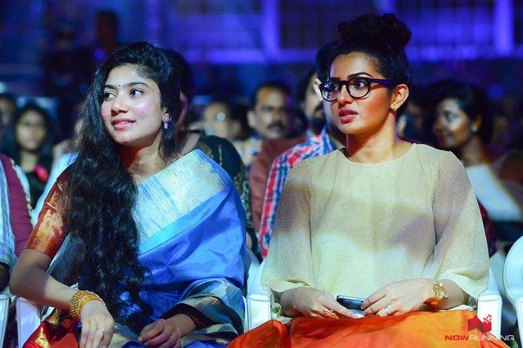 Sai Pallavi & Parvathi at Vanitha Film Awards 2016
