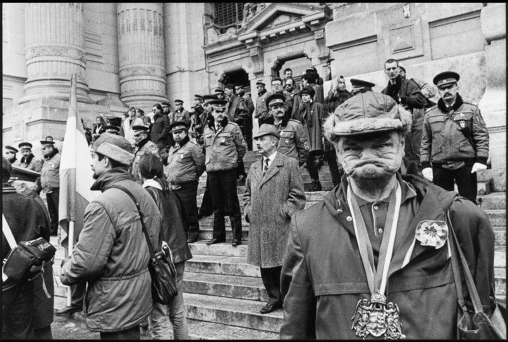 © GULYÁS Miklós: 79/129 - Szabadság tér, 1989