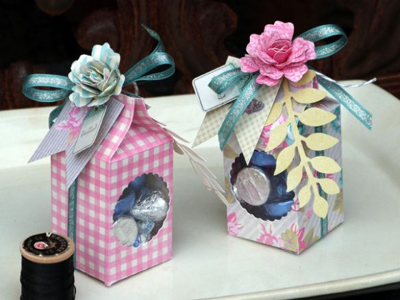From Audrey Pettit: tutorial for assembling and creating a window in the Sizzix Thinlits Milk Carton.