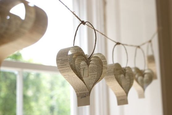 Valentines Day: Books Pages, Paper Heart Garland, Paper Garlands, Idea, Heart Garlands, Paper Hearts, Paperheart, Valentines Day, Old Books